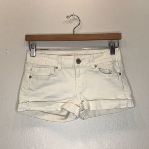 AMERICAN EAGLE OUTFITTERS Off White Cuffed Shorts